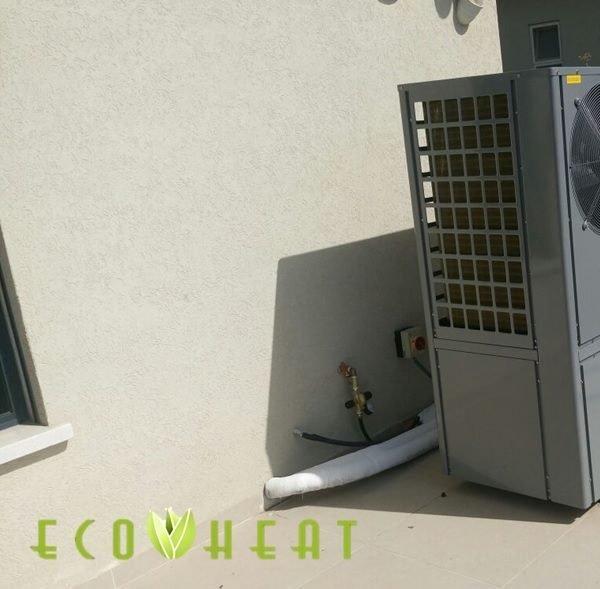 מנוע משאבות חום על גג בית