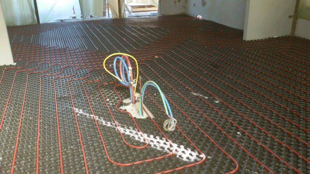 מערכת לחימום תת רצפתי שלב הנחת צנרת