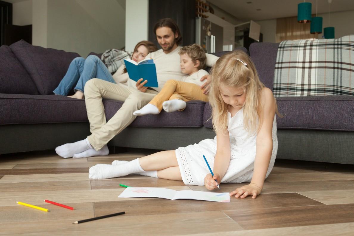 מונה של משפחה עם חימום תת רצפתי ביקצרין